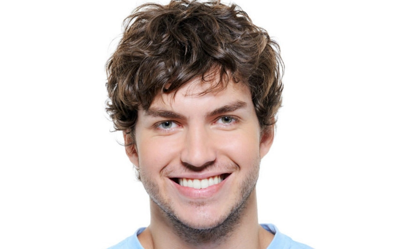Top 10 Curly Hairstyles for Round Face Shapes